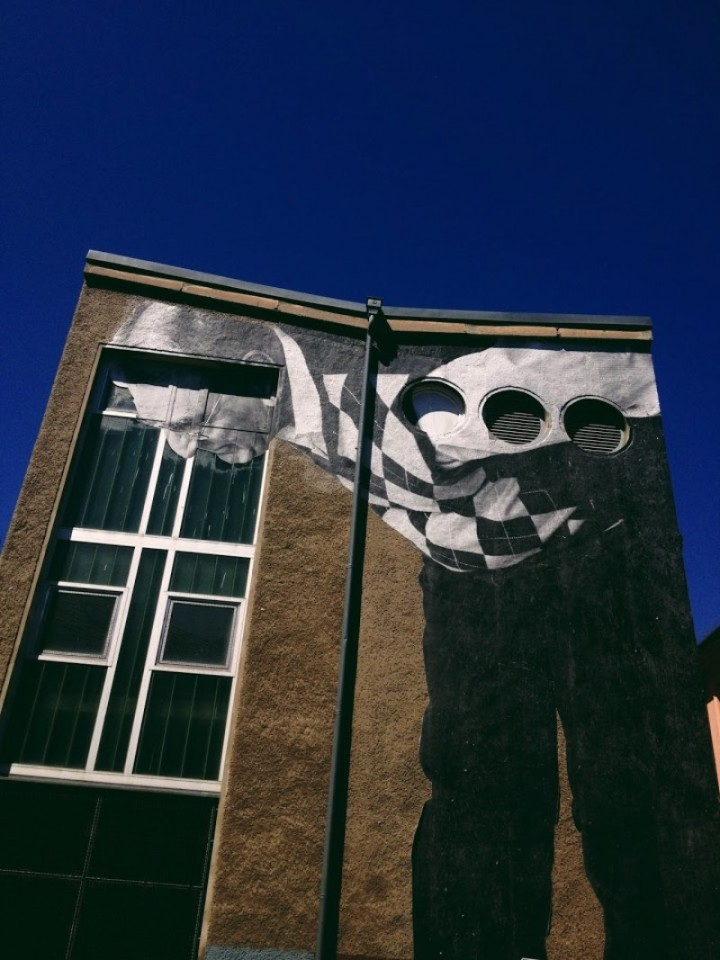 Just before the end of the year, I was leaving work and walking toward Alexanderplatz when I saw a huge face on the wall of a building in ruins. When I realized I was looking at another work by JR in Berlin, I felt compelled to photograph what I saw and put on my flickr.