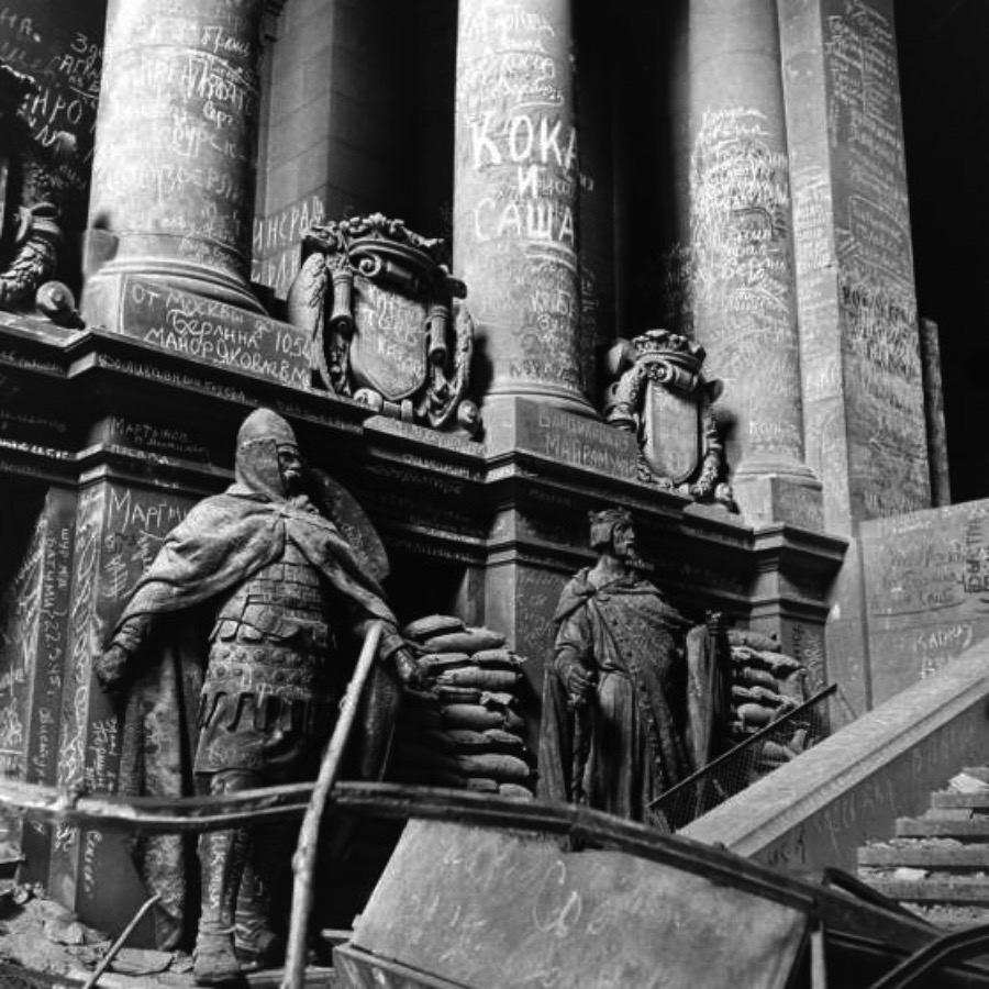Berlin - A City Scarred by the end of the Second World War as you can see in this never seen before pictures from Life Magazine.