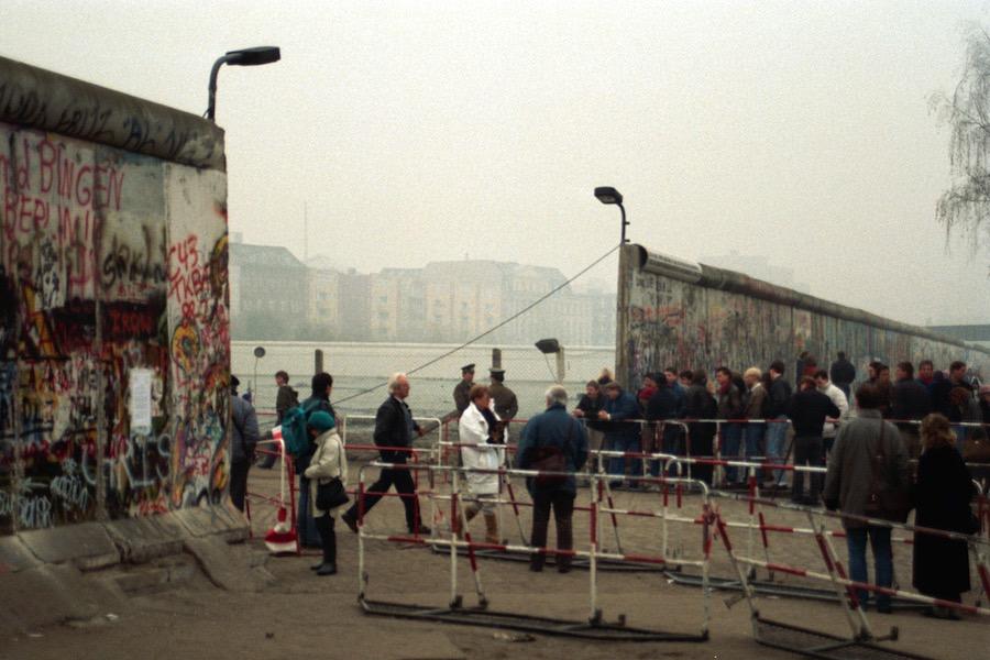 Berlin in 1990 In Video