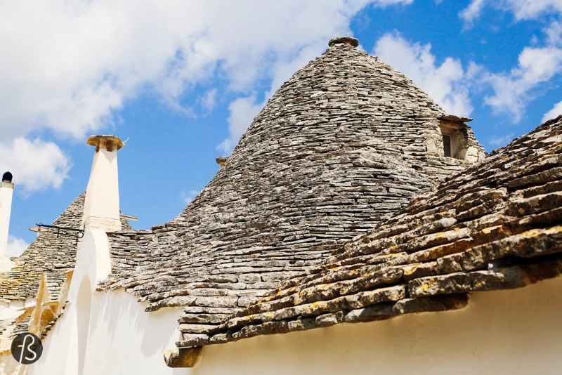 Alberobello is a small town in the province of Bari, in the Italian region of Puglia. It has 11.000 inhabitants, and it is famous for its unique Trulli buildings. And they are part of the Unesco World Heritage sites since 1996.