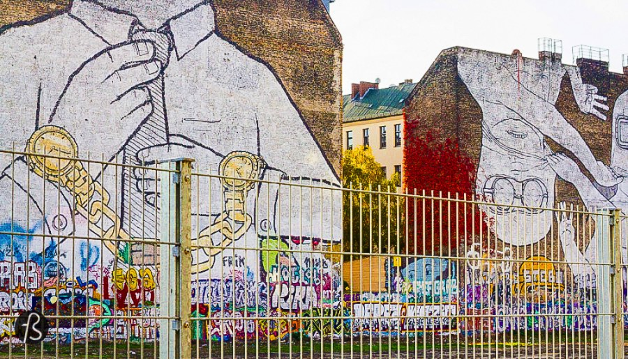 It didn't take long for this artwork to become emblematic and a symbol for that part of Kreuzberg. The art magazine Artnet News even consider it to be one of Berlin's Top 5 Graffiti. And we all know that graffiti art has a special status in Berlin. Since the fall of the Berlin Wall in 1989, the city has been somewhat defined by it squatter and alternative culture. Going so far as to define Berlin with the slogan poor but sexy.