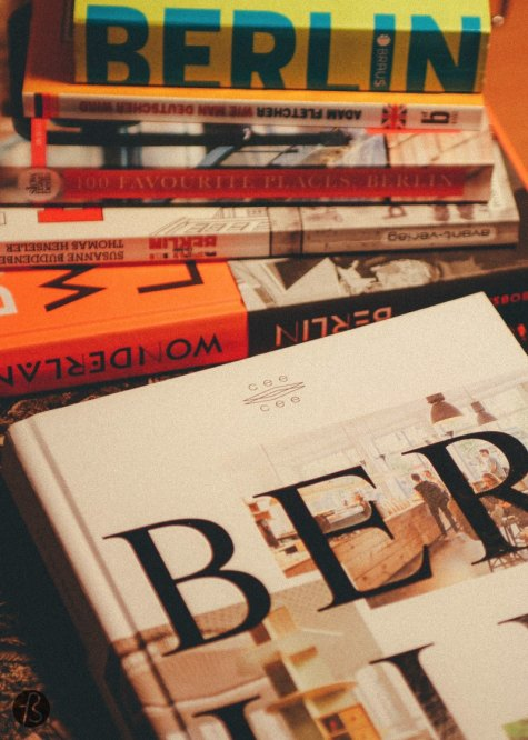Since Christmas is coming, we decided to create our gift guide filled with books about Berlin. Our own list of the best books everybody needs to have to know and understand Berlin a little better. We bought these books over the course of the almost three years we have been here and we promise you they are worth every penny.
