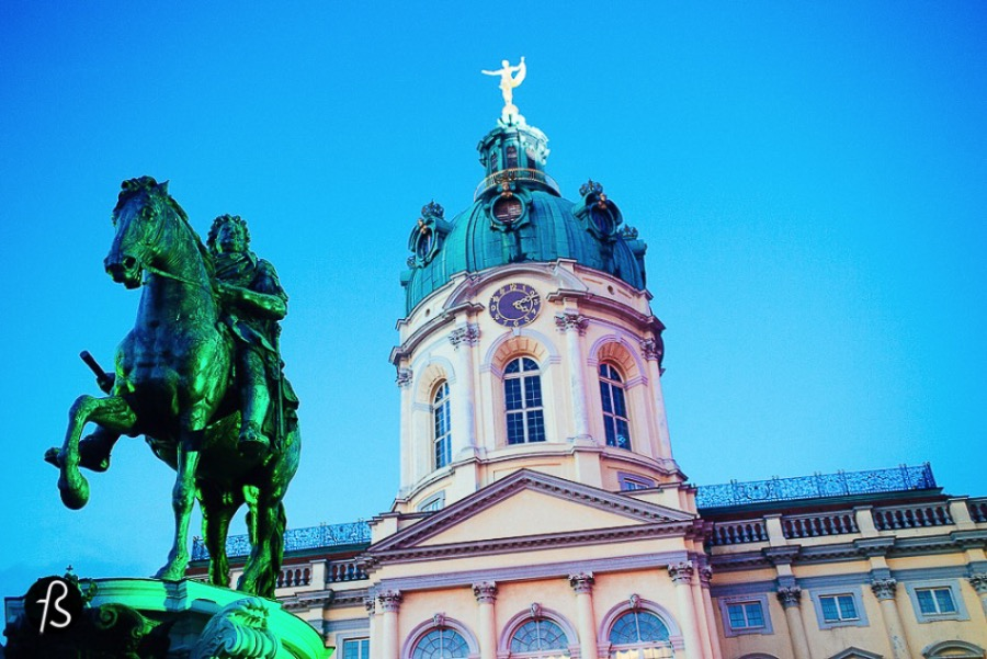 Gotta say that Berlin may be amazing, but sometimes she is a bitch (yes, SHE!). So here you'll find a few life hacks for an smoother experience on the biggest city here in Germany. berlin life hacks