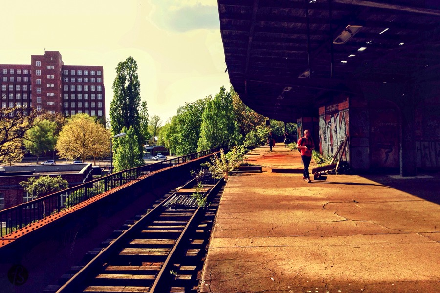 If you want to take the train the Siemensstadt S-Bahnhof, you are at the wrong place. Or you may be a little late and when I say a little, it is more like 30 years late but who cares about it now? It seems that nobody cares about the Siemensstadt S-Bahnhof nowadays.