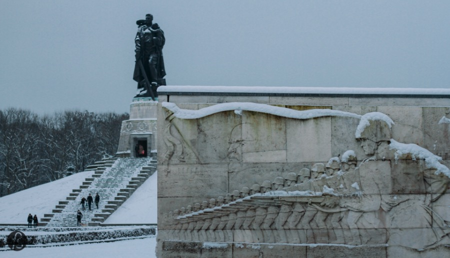 One of our favorite photo spots in Berlin is the famous Soviet Memorial in Treptower Park. There you will feel like the Cold War never ended and the Soviet Union still exists in all its glory. The trees and the marble stones on its side work really well to help you capture how great this memorial is.