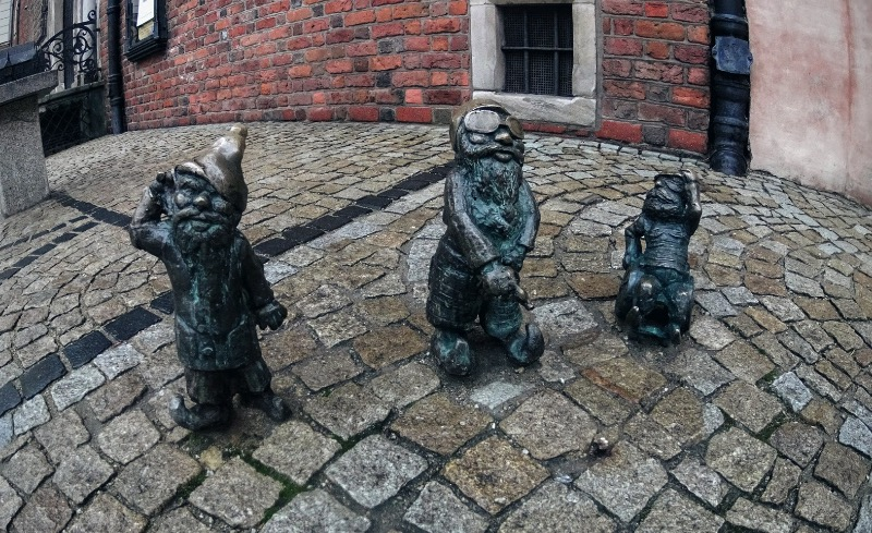 Wroclaw Dwarfs: Can you catch them all?