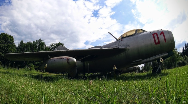 Museum of Armaments Poznan: You'll never see a MIG from so close