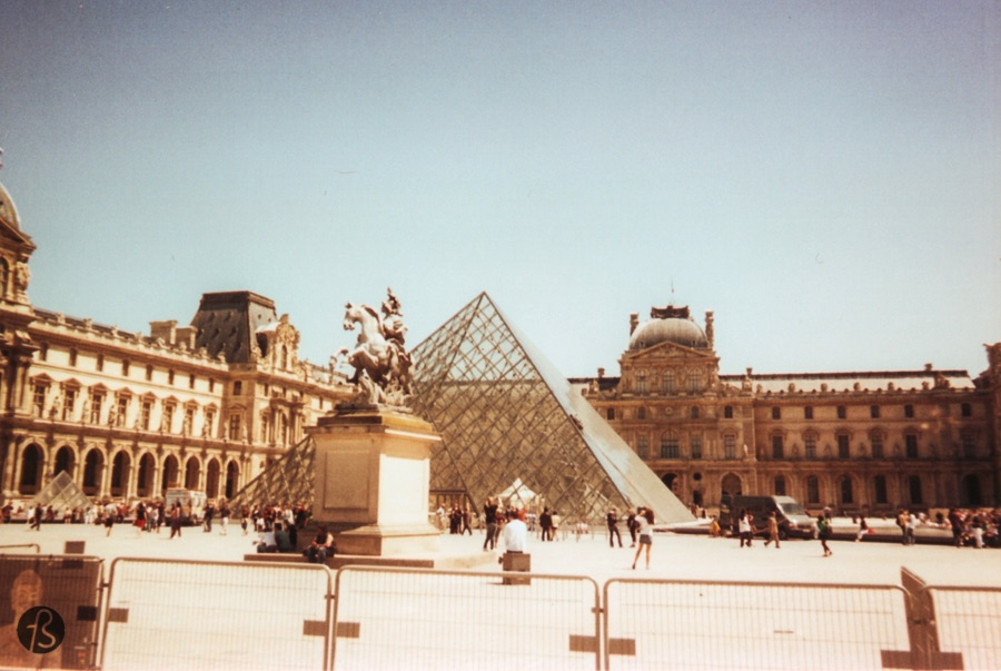 From there you can already see the Pyramide du Louvre, a large glass pyramid that serves as the main entrance to the Louvre Museum.