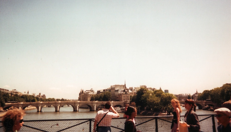 But before I start to write about the island, I have to mention that the Pont Neuf is the oldest standing bridge across the river Seine in Paris. Even though its name can be translated as the New Bridge, this structure has been there for quite a long time.