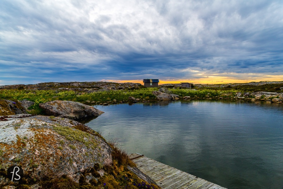 6 Things you need to to in Åland - It is the most beautiful scenario you can imagine! Take your camera with you! Please do not forget your camera! We've experienced several beautiful sunsets while in Finland, but this one in Jurmo was something else.