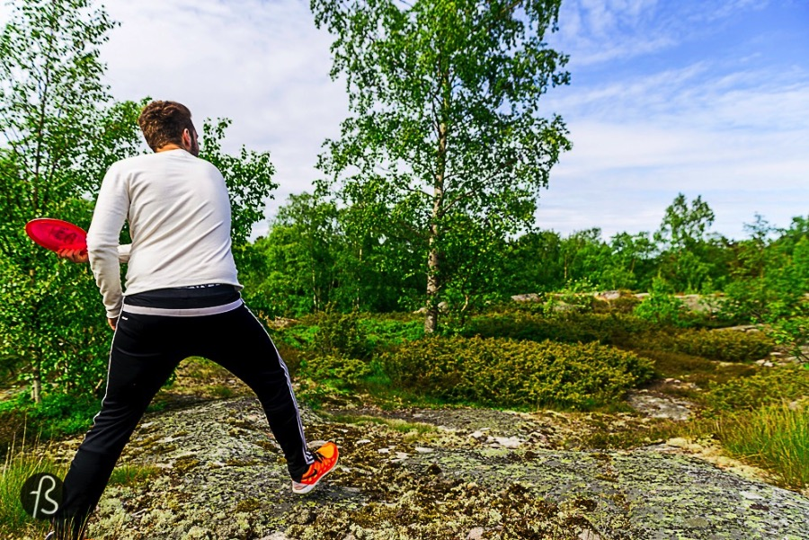 Finland is home to more than 400 frisbee golf courses and they have more courses on the way. The Professional Disc Golf Association has almost 1.500 members with active licenses and it seems that they are getting crazy about this sport that we knew nothing about.
