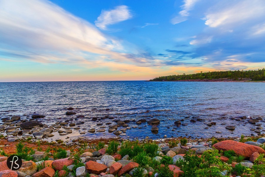 6 Things you need to to in Åland - Degersand seems to be the best place to stay and rest. Our stay there felt like a pause in time. Around us there was nature and in front of our small cabin we could see the largest sand beach in the Åland Islands and their famous wood heated sauna.