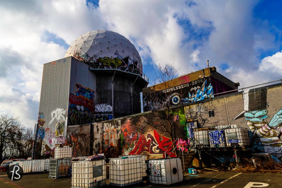 Teufelsberg has a history closely related to what happened in Berlin after the Second World War. Since most of Berlin was in ruins after the defeat of Nazi Germany, the streets and the buildings needed to be cleaned and the debris needed to go somewhere. In the early days, they were deposited outside the city boundaries but everything changed during the Berlin Blockade.