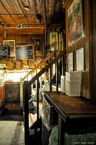 """Placed in a building that it's old as 1680s, and which only became a wine bar around 1860s, Gordon's impress with its medieval stylish, the dimly lit cellars (in the bottom you can't barely be on your feet) and its mysterious amount of energy. Once, Rudyard Kipling wrote """"the light that failed in the parlor above the bar"""". Kipling used to live upstairs as a tenant in the 1890s. And whenever you need a fresh air, Gordon's also offers a very nice outdoor terrace."""