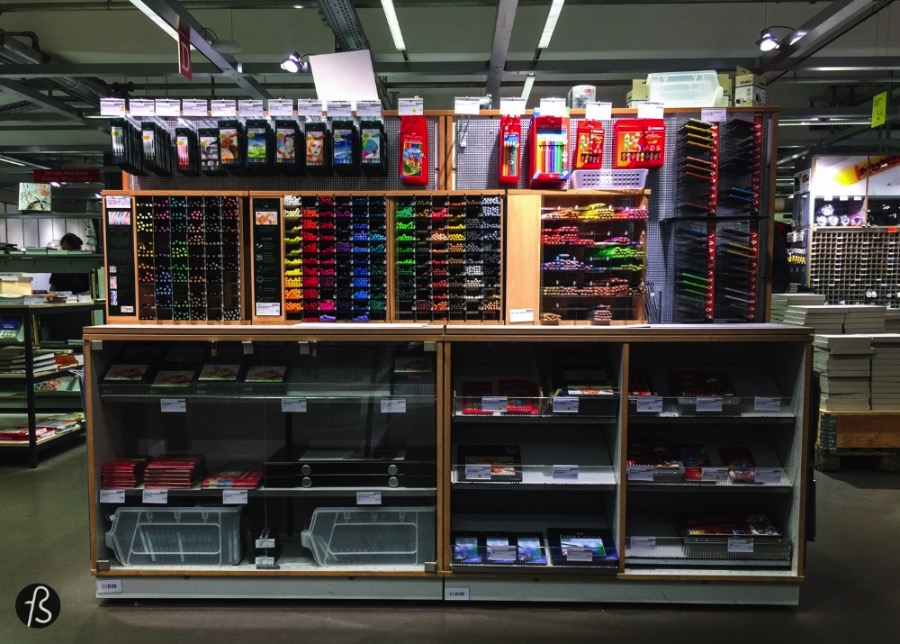 Modulor can be easily described as a piece of heaven for designers, architects and fans of DIY. All of this because Modulor offers more than 30.000 creative products in a space that is way more than a regular crafts shop. Modulor can be considered a pilgrimage place for designers alike in Berlin. And it is.