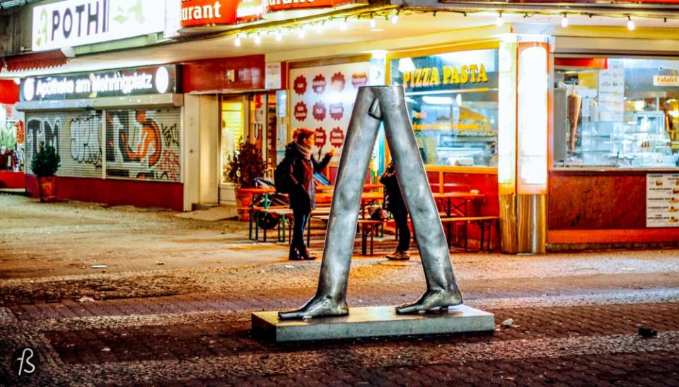 When people visit Berlin for the first time, they find time to visit Checkpoint Charlie. But what is around Checkpoint Charlie is better! Belle-Alliance-Platz is how Mehringplatz used to be called 1947 when it was renamed after Franz Mehring. This place is one our favorite squares in Berlin, not of how it looks today but because of its history.