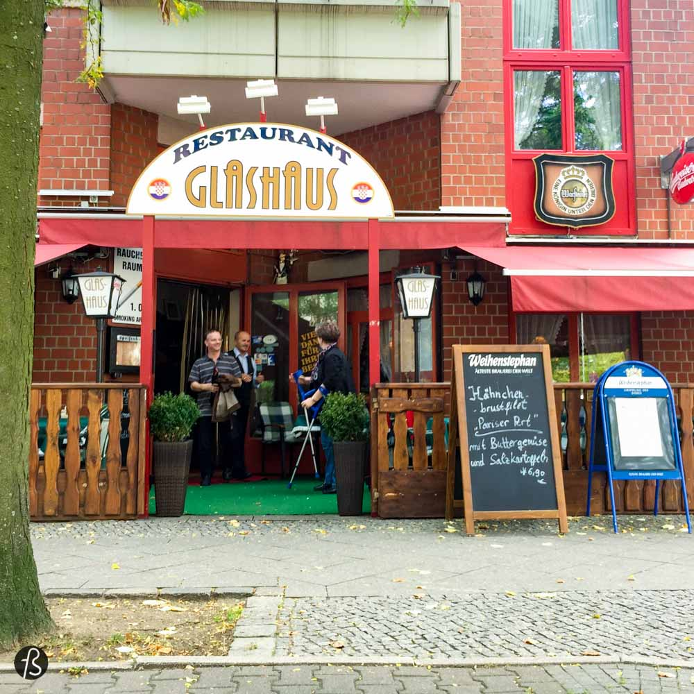 When people visit Berlin for the first time, they find time to visit Checkpoint Charlie. But what is around Checkpoint Charlie is better! Glashaus is the name of a croatian restaurant in the corner of Lindenstrasse and Ritterstrasse. We lost the count of how many times we went there to eat delicious croatian food for excellent prices.