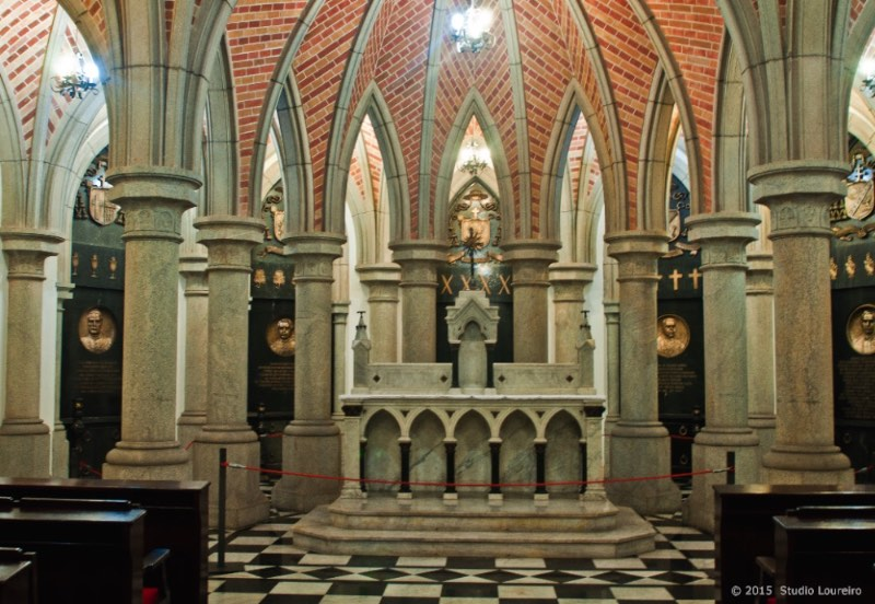 what to do in Sao Paulo - Established there, we have the first buildings that made São Paulo what the city became today. We can see the 'Catedral da Sé', one of the 5 biggest neo gothic temples in the world.