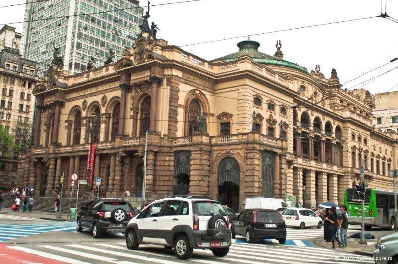 what to do in Sao Paulo - In 1911 the Theatro Municipal had its opening before a crowd with more than 20.000 people, all to see the arrival of the famous and distinguished guests.