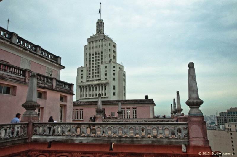 what to do in Sao Paulo - The Martinelli Building. If you want to see São Paulo from the top, this is surely one of the best places in the city. Right in the middle of downtown, comes a construction that began to be built in 1924. Giuseppe Martinelli landed in Brazil in 1889 and after 2 decades, had a considerable patrimony.