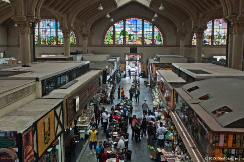 Mercado Municipal is a must go to every person that not only visits downtown but also São Paulo. With 12.000 meters, this huge storage is a delight for everyone's eyes.