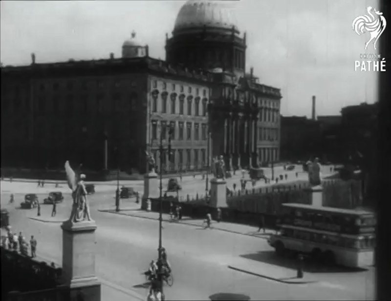 Watching this documentary about Life in Berlin in the 1930s is like entering a time machine straight into the past. The two videos here show a city still being improved by Adolf Hitler and the Third Reich, a little before the Second World War and everything that happened in Berlin.