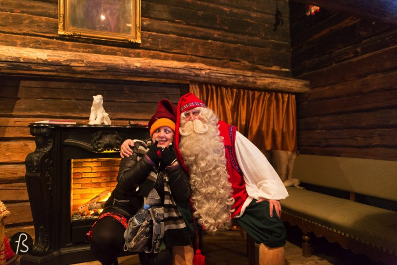 On our last day in Finland, back in january 2015, we visited Santa's Cottage in Espoo and it was exactly what the child inside us needed to see! But, some of you may be asking yourselves, how did you manage to visit Santa Claus in Espoo? Why was he in the south of Finland? Don't worry, we are going to explain everythin