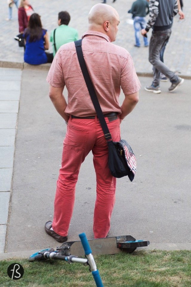 In Russia, is ok to wear men purses