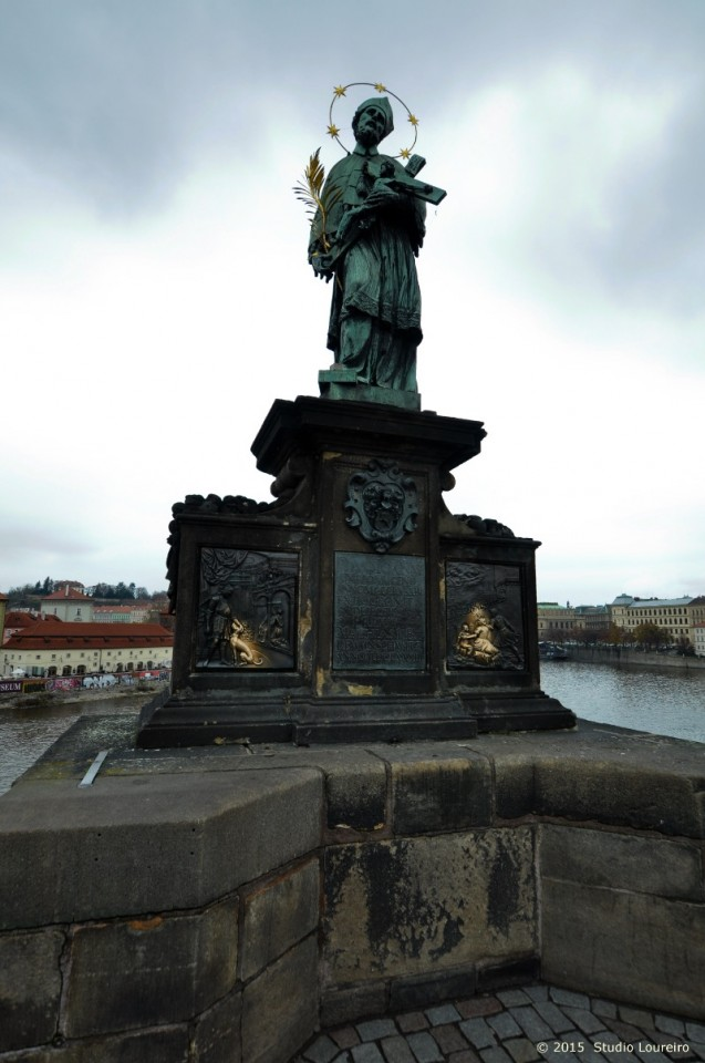 Prague is one of the most beautiful cities in Europe, not to say the pearl of East, but them people would say, what about Budapest, Krakow, and so many others? I agree, but today i want to talk about this special and magical bridge that remains in the heart of Prague, the Charles Bridge.