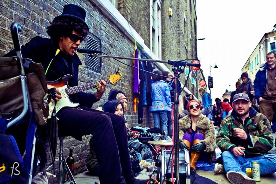 london on a budget Brick Lane: Good vibe, street art and culture Brick Lane is one of my favorite spots in the city. It is becoming the place to be and has seen a huge boost of attention over the past years. This design-loving, multicultural, vintage-filled, artsy heaven has everything you could possibly ask the gods. Even if you hate hipsters, you'll able to enjoy. With a huge number of great and budget friendly Asian restaurants, Brick Lane is not just a great place to visit but an amazing option for lunch. Walking along the main street you'll spot some incredible street art pieces. And if you're new to the area or want to know more about artists, you can join some of the walking tours happening there. Brick Lane has the latest trends and the incredible vibe you've been asking for.