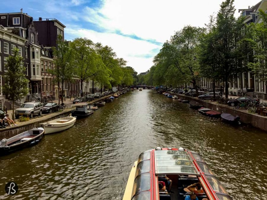 In the end of July, I took a bus from Berlin to Amsterdam where I spent the weekend going to museums, trying out cycling in the busy streets and taking pictures of everything. The weather was great, the food was awesome and we had an amazing time there.