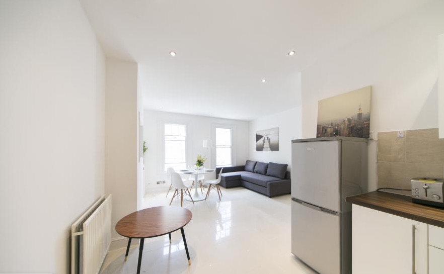 London on a budget - fg property apartments to rent in london - london on a budget apartments - This apartment is super cute, 5 minutes walk from the tube station and the entrance door is super cute. If this apartment is fully booked, search for another one on this website. I'm telling you that because if it wasn't for this company, I would be giving you places like Bailey's to eat. They are mega caring and helped me with London tips a lot on twitter.