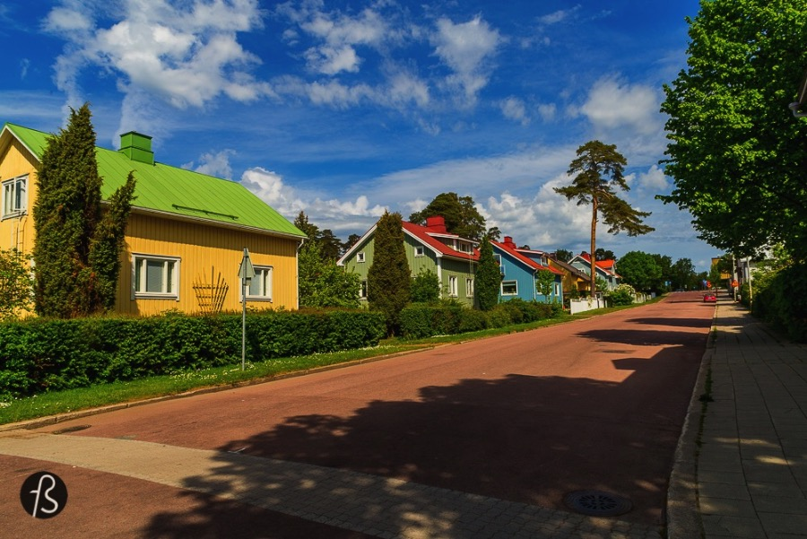 6 Things you need to to in Åland - The city of Mariehamn may be small but has lots and lots to do, you can catch a boat and visit many of the islands around like Kobba Klinta and watch the huge ships pass by with the most amazing view you can ever have, play beach volleyball on the many courts you can find, take long walks around its beautiful malls and street shops or find yourself emerged into the almost untouched nature you can only find in Aland.