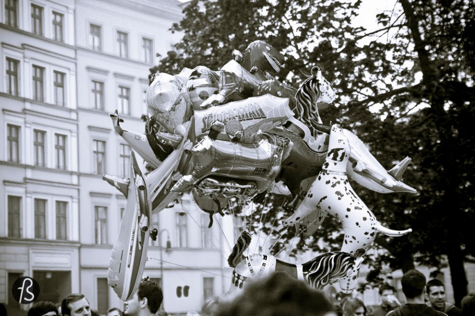 I always hear people from all over the globe talking about how Berlin is cool and hype. And how living in Berlin can be almost like living an Utopia, it is easy, fun and most important: cheap. Berlin is undoubtedly cheaper than cities like London, Paris and New York. The jobs are in the startup scene, the Silicon Allee scenario that regularly hires foreigners with no German required. And another cool factor about the love for Berlin: the club scene here can't be beaten.