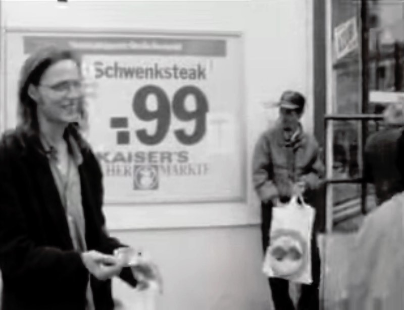 If you are looking to travel back in time to Prenzlauer Berg in 1993, this short movie from Hannes Stöhr might be one of the best ways to go there. A short trip back into a neighborhood that was still, somewhat, divided between East and West Berlin.