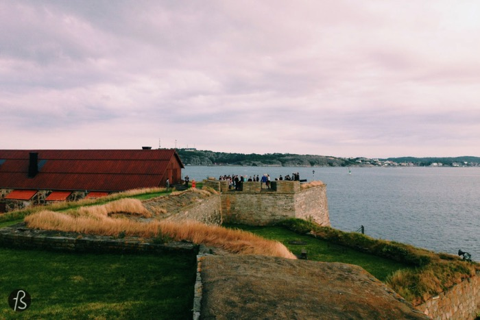 The first time we visited Sweden, we also visited Älvsborg Fortress in Gothenburg. This large fortress is located, strategically, in Göta River since it was built to protect what was then the only access Sweden had to the North Sea and the Atlantic Ocean. But the fortress we visited isn't the first one built to protect what would become Gothenburg later.