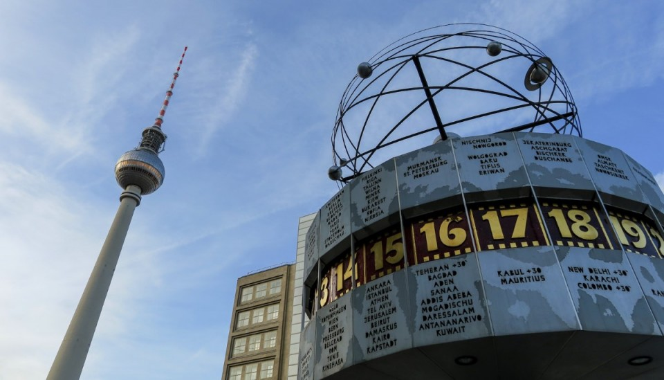 Canon G3X Review with Pictures from Alexanderplatz