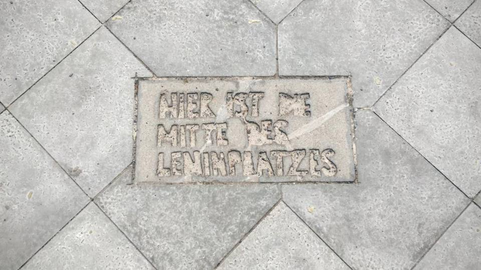 Leninplatz Berlin Today: A memorial on the sidewalk where Lenin used to stand