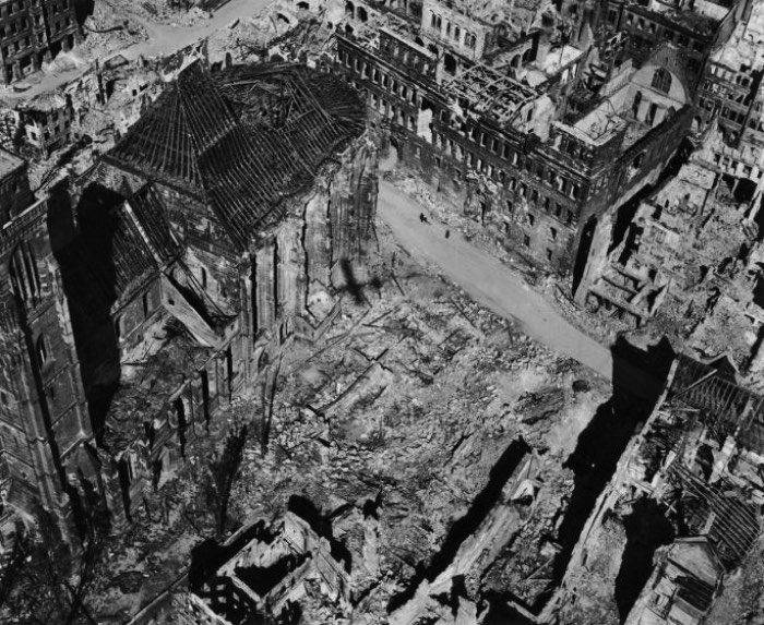 It was early June 1945 when LIFE Magazine published an article titled the The Battered Face of Germany showing all the destruction caused by the Second World War in Germany. This article was published not long after the surrender of Germany where, today, we have the Russian German Museum in Karlshorst. In this article you could see amazing pictures made from the air by Margaret Bourke-White who would later be accredited as the first american woman to photograph in the Second World War. Also, the first authorized to fly on combat missions. Her pictures showed the devastation of Germany and show the pattern of destruction caused by Allied air bombing.