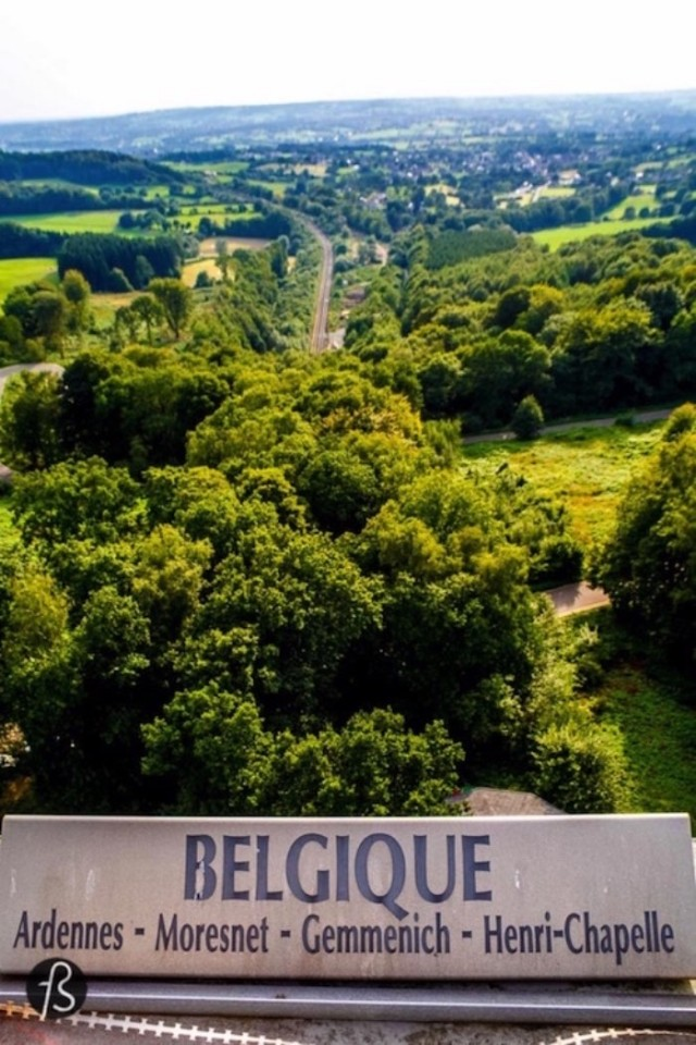 Three Country Border is know in German as Dreiländereck and, for my surprise, it isn't in Aachen. The point where the countries meet is located in the dutch province of Limburg, in a small city called Vaals. This is why the hill you have to climb to enjoy this meetings of border is called Vaalserberg and it's the highest point in mainland Netherlands. So, when you visit Dreiländereck, you are also visiting the highest dutch mountain.