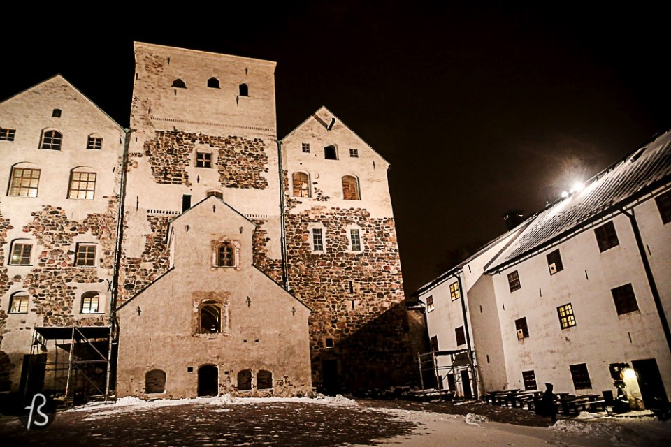 Explore the Turku Castle Even though it is an all year activity on our opinion, I will place the Turku Castle on the winter side of this post just because you can choose the scary tour. And snow, silence and ice are way more scarier than green, flowers and birds singing, right? You can read more about this wonderful place on our post about it here.
