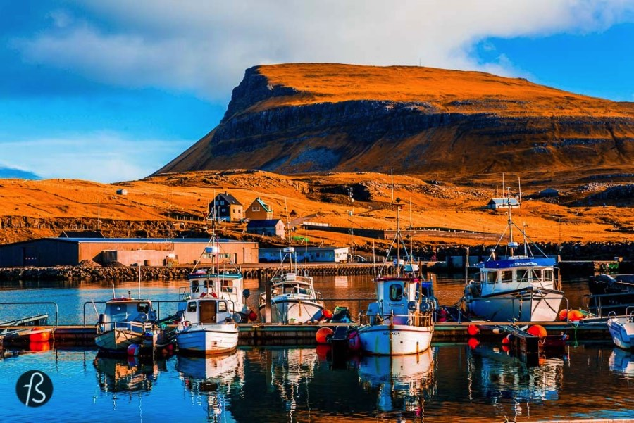 During our time in the Faroe Islands we tried to see everything we could and one of the places we visited was the Nólsoy Island, located some kilometers away from Tórshavn. Nólsoy is also the name of the village where we spent all of the time we were in the island. And, if you are wondering why did we go to Nólsoy, we can say that it was because of a music festival. A pretty special one called Heima and we are going to tell you everything about the place below.