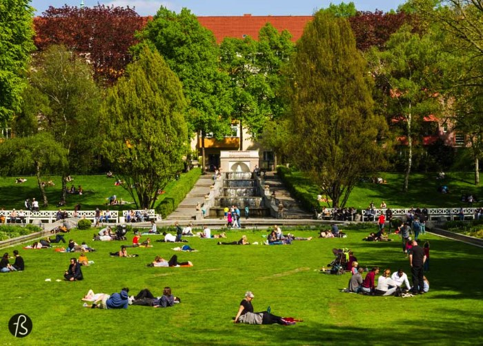 In 2016, this Neukölln hidden gem celebrates its 100th year birthday and we are here to show you all why you need to go there and sing happy birthday to it. Generations of Berliners have been to Körnerpark, enjoying themselves in this oasis of peace in the midst of a hectic Neukölln. People go there to play football, to run, walk, relax and picnic.