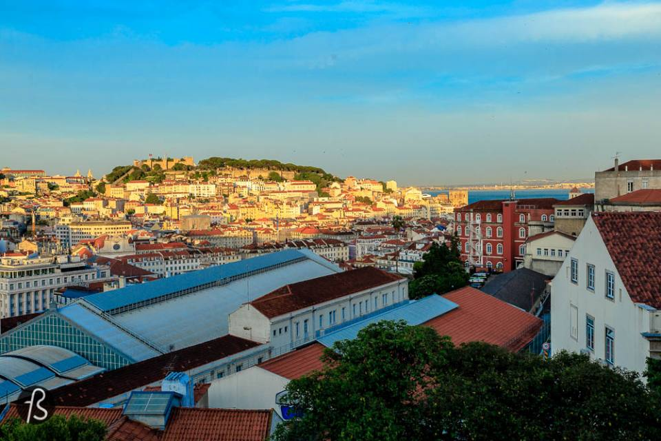 things to do in lisbon - Find the missing viewpoints of Lisbon I have already pointed out some of my favorite viewpoints on this wonderful city. The Castle and the Lift and on top of Padrão dos Descobrimentos. But there are a few more you must visit. Miradouro da Nossa Senhora do Monte, Miradouro de São Pedro de Alcântara, Miradouro do Parque Eduardo VII, Miradouro de Santa Catarina, the Amoreiras 360° Panoramic View, Miradouro das Portas do Sol, Miradouro da Graça, Miradouro de Santa Luzia, Miradouro do Arco da Rua Augusta and Miradouro do Largo da Academia das Belas Artes are just some of the names. If you want me to do a whole post about all the viewpoints in Lisbon, please let me know in the comments below. I will do a complete second post of things to do in Lisbon with all the viewpoints to visit but only if you guys ask me to, ok? And if you have any cool photo about any of those miradouros, share with me on our Facebook Group. I'll make sure to include it if it fits.