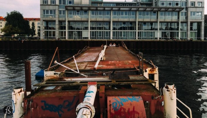 You've probably seen an abandoned boat in the Spree river. It lays quiet between the Molecule Man sculpture and Badeschiff and it has been there since 1996, when German bureaucracy showed Franz Günther Van de Lücht, the owner of the boat, that his dreams of cruising through the waters wouldn't become reality. But there is a lot more to this story than I thought it would be.