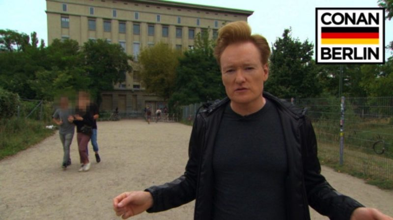 There are a lot of late night hosts on American TV but our favorite has been Conan O'Brien for quite a long time. With this in mind, you can imagine how excited we were when we realized that there would be a Conan in Berlin tour. Too bad we never manage to be in the right place at the right time but we can be happy to watch now everything that Conan did in Berlin back in September 2016.