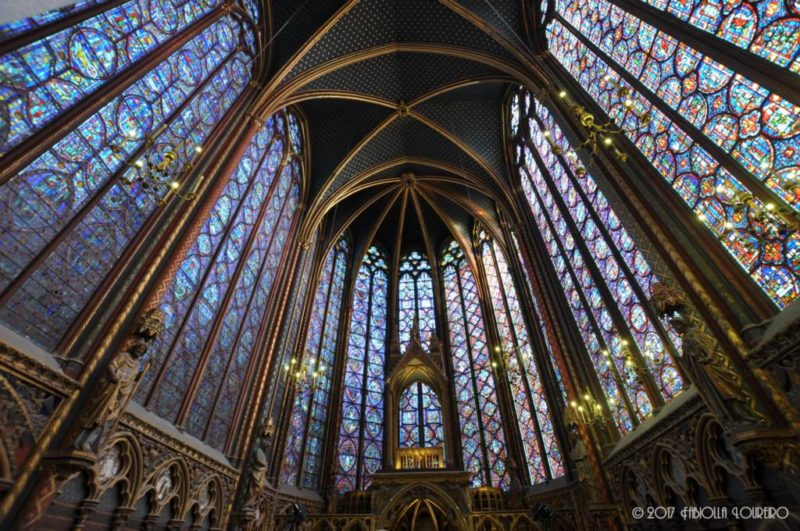 You could not expect less whims from a church built with the purpose of storing relics like, the supposed crown of thorns of Jesus Christ (today placed in the Cathedral of Notre-Dame). King Louis IX spared no effort and money to erect it in the heart of Ilê de la Cité. He bought the sacred object from the Venetians, and took only seven years between the beginning of its construction and its consecration in 1248. Considered a masterpiece of the early Gothic style, the Sainte Chapelle is way more beautiful than what you may dream.