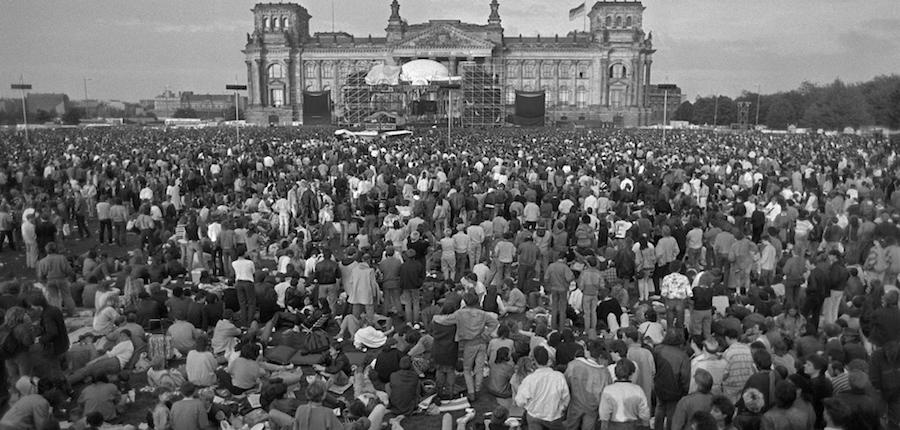 David Bowie Berlin Concert 1987: The Glass Spider Tour in front of the Reichstag