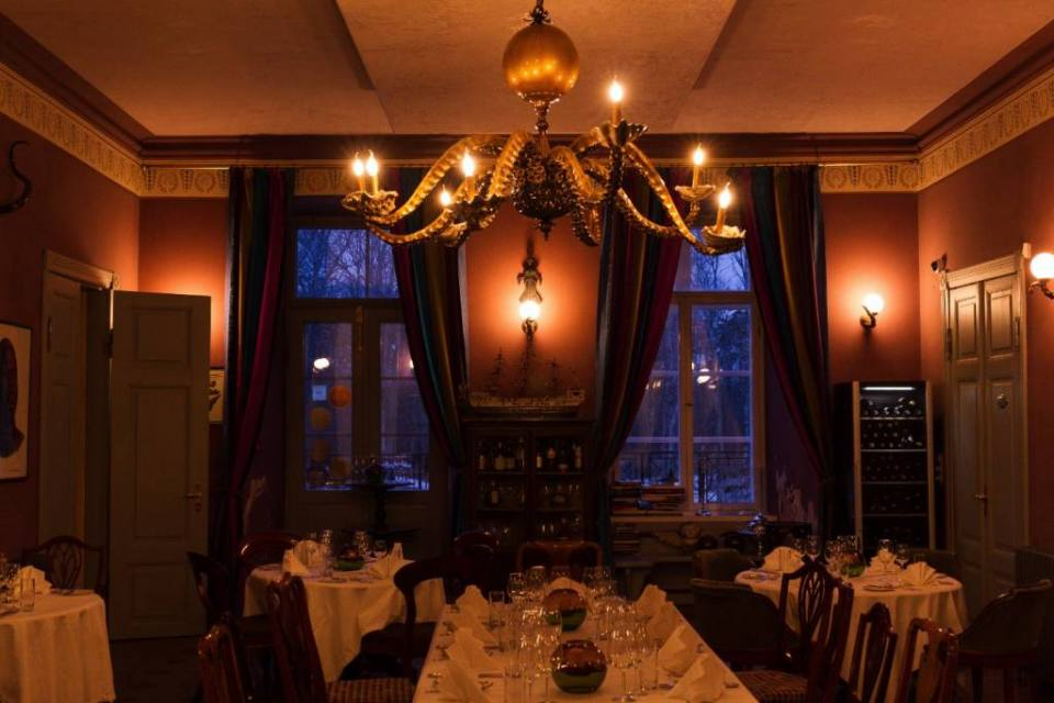 Another interesting part of Kau Manor is the restaurant Eight Legs, named after its unique porcelain octopus shaped chandelier that is hard to ignore as it stands above the room. I even heard a story that Quentin Tarantino has a similar one in his house but… Who knows for sure?