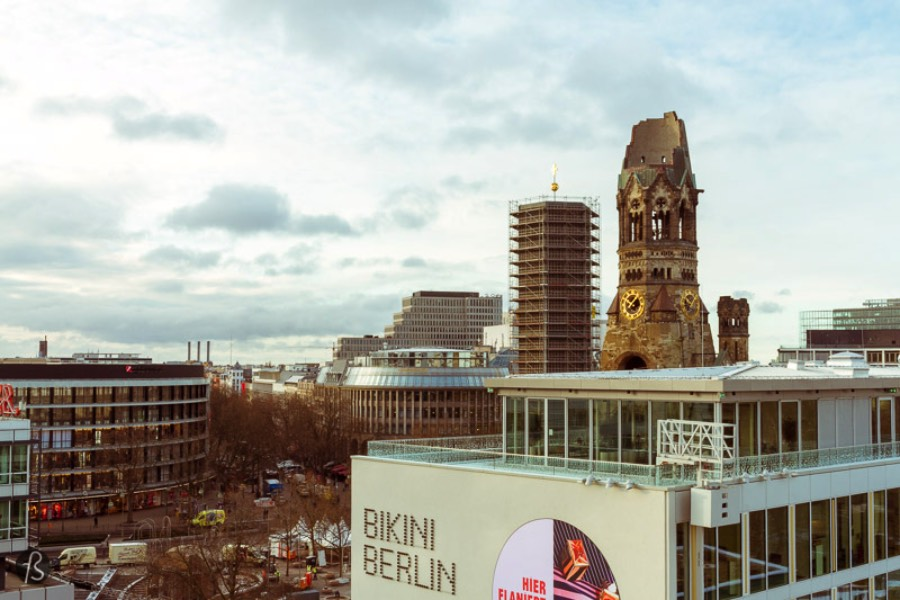 It's not that usual for me to stay in a hotel in Berlin but, after I had heard my friend Andre from Viagem Criativa talking about the best place to stay in West Berlin, I had to find an excuse to stay at the amazing 25hours Hotel Berlin.